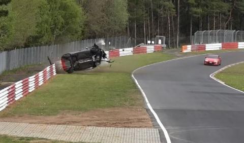 Vídeo: brutal accidente de un Renault Clio RS en el Ring