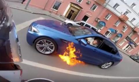 Vídeo: En llamas un BMW M5 F10
