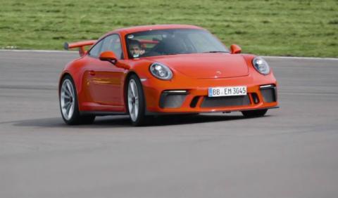 Chris Harris se divierte con el Porsche 911 GT3