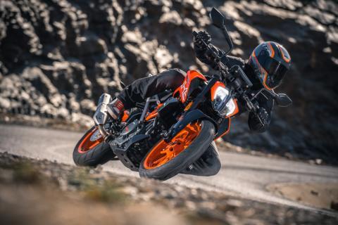 Las KTM 125 y 390 Duke 2017 son llamadas a revisión
