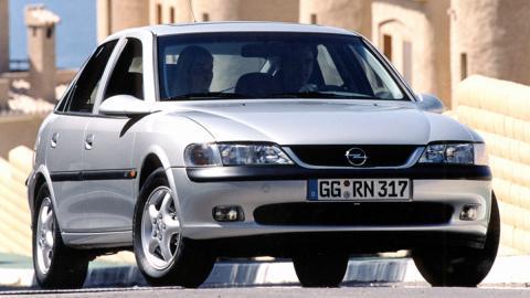 Los peores consejos para vender tu coche usado - ¿Tiene casi 25 años? Entonces es un clásico