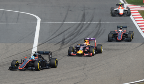 """Alonso: """"es la primera vez que puedo dar tantas vueltas"""""""