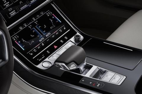 Audi A8 interior summit pantalla táctil