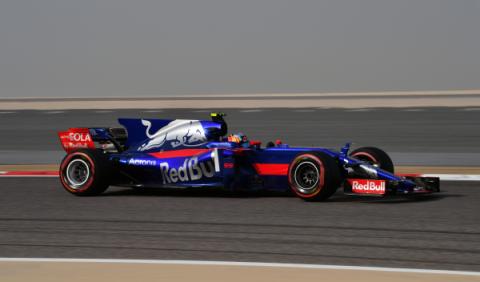 Carlos Sainz, obligado a remontar en Bahréin