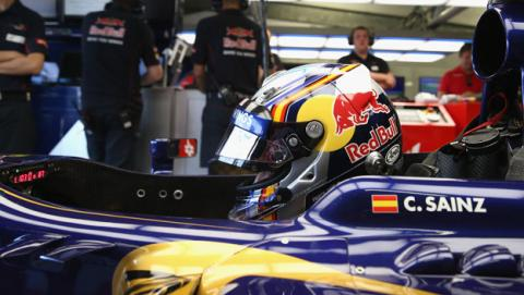 Carlos Sainz visita Toro Rosso para hacerse el asiento