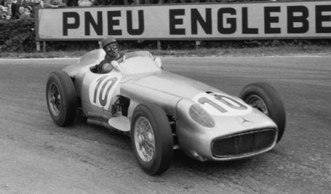 El cuerpo de Juan Manuel Fangio será exhumado