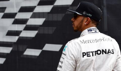 GP Rusia 2016: las cosas no le salen a Lewis Hamilton