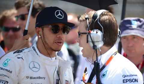 Hamilton, impresionado al acercarse a los números de Senna