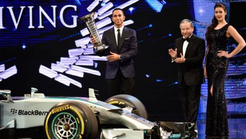 Hamilton y Mercedes reciben sus trofeos de campeones de F1