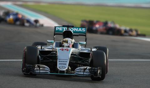 Hamilton rueda en los test... por poco tiempo