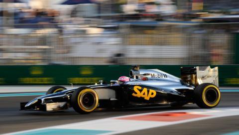 McLaren prueba el coche con motor Honda de 2015 en Abu Dabi
