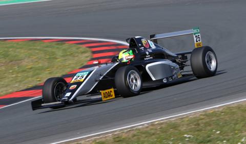 Mick Schumacher, mejor rookie en su debut en la F4