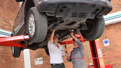 ¡Ola, verano! Aprende a ahorrar carburante en vacaciones - ¿Realizas un buen mantenimiento?