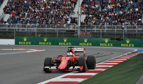 Prost cree que Ferrari intentará batir a Mercedes en 2016