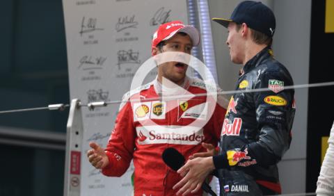 Vídeo: la bronca de Vettel a Kvyat y su incidente en China
