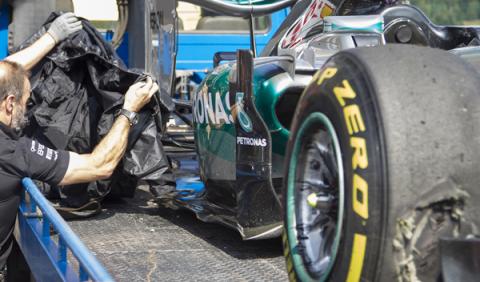 Vídeo: sorprendente reventón del neumático de Rosberg