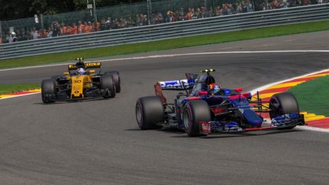 Carlos Sainz, durante el GP Bélgica 2017