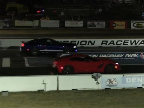 Drag Race Corvette contra Shelby
