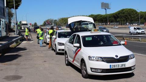Taxis parados en la campaña del cinturón