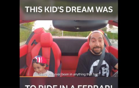Ferrari y niño