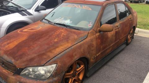 Lexus IS oxidado