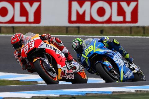 Vídeo: Márquez engaña a Iannone para que no le coja la rueda