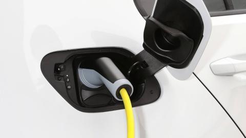 Coche eléctrico más 300 km autonomía