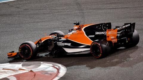 Fernando Alonso durante el GP de Abu Dhabi F1 2017