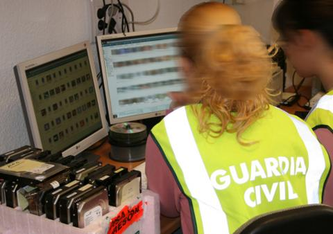 Guardia Civil en Oficina