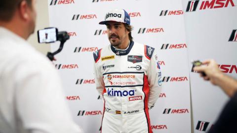 Alonso, ante la prensa en Daytona