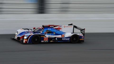 Fernando Alonso consigue liderar en Daytona