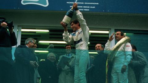 Senna en el podio de Nürburgring 1984