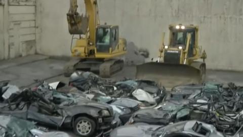 Destrucción coches de lujo contrabando