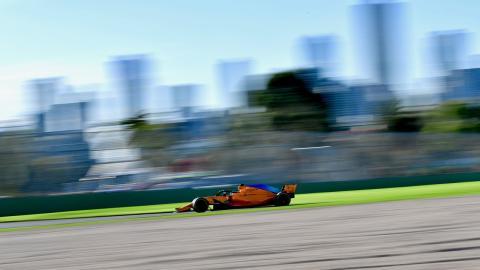 Alonso en los entrenamientos de Australia