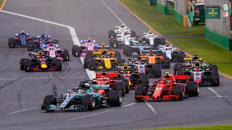 Hamilton lidera en Australia