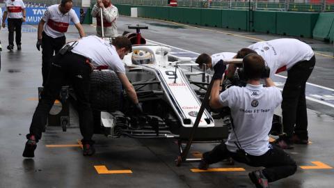 Marcus Ericsson en boxes