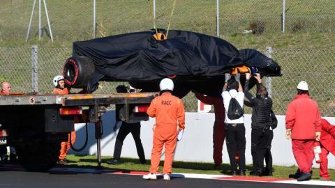 McLaren de Vandoorne en la grúa