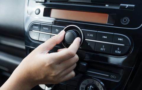 multas desconocidas: llevar la música alta son 100 euros