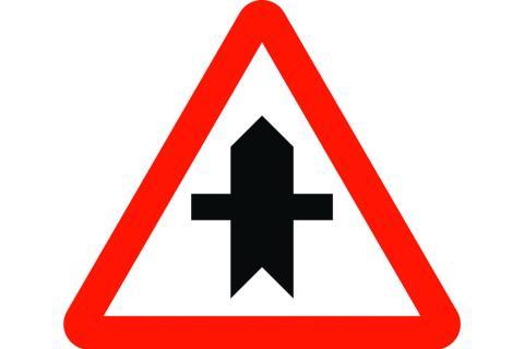 Señal de tráfico: inserción con prioridad
