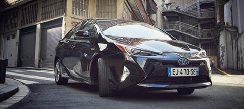 Toyota Prius negro
