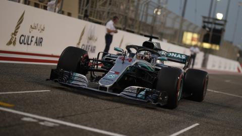 Hamilton en la parrilla de Bahrein