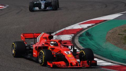Vettel delante de Mercedes en China