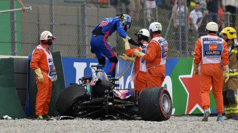 Accidente de Brendon Hartley en Barcelona