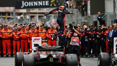 Daniel Ricciardo celebra en Mónaco