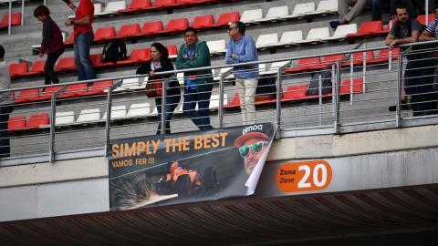 Pancarta de apoyo a Alonso