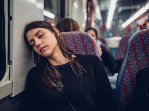 La falta de sueño puede hacer que las sean más propensas a sufrir accidentes cardiovasculares, caer enfermasy aumenta el estrés en su corazón.