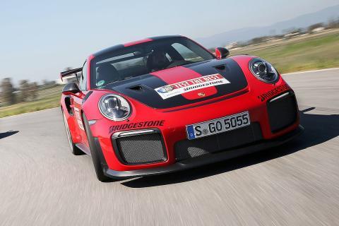 Porsche 911 GT2 RS vs McLaren 720S