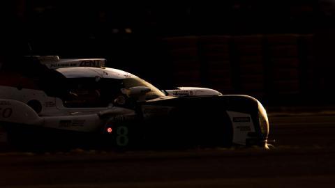 Relevo Alonso le Mans noche