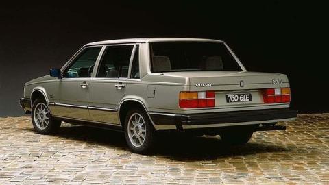 --CARROS-- Volvo-900