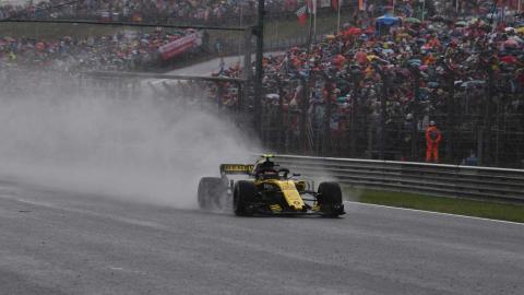 Carlos Sainz en lluvia en Hungria